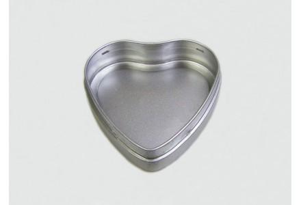 T3261 - Drawn Heart Shaped Tin